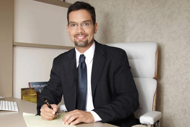 <span> Apresentação </span> Dr. Alexandre Charão