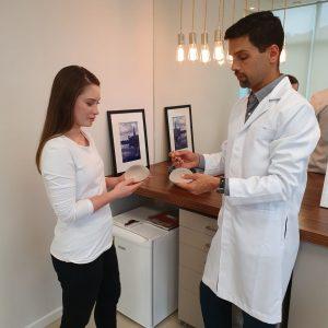 prótese de silicone Dr.Alexandre Charão
